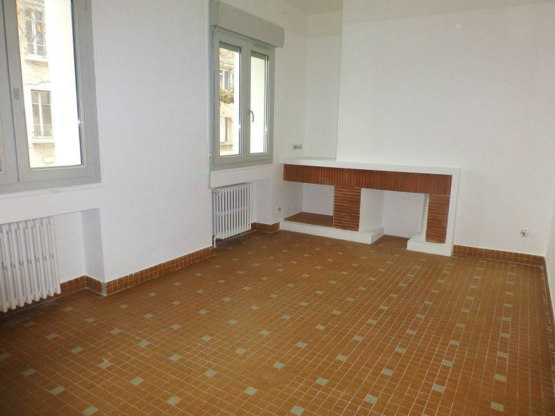 Location appartement Aubenas 415€ CC - Photo 1
