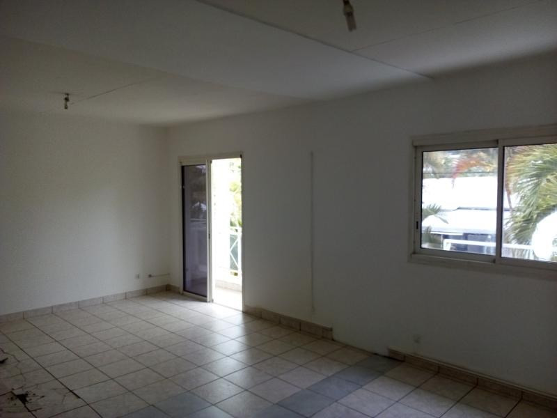 Location local commercial St pierre 3 000€ HT/HC - Photo 8