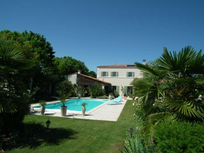 Deluxe sale house / villa Matha 685 000€ - Picture 1