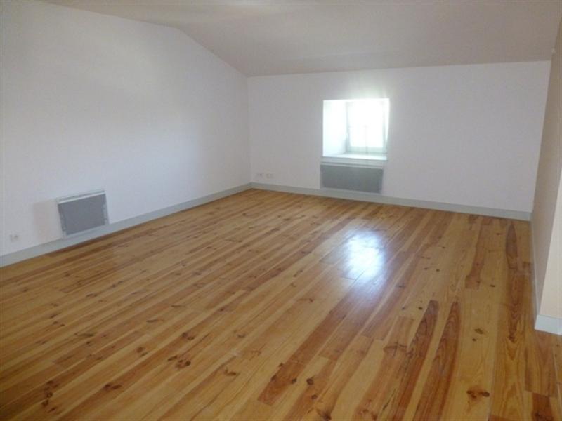 Rental apartment Saint-jean-d'angély 530€ CC - Picture 1