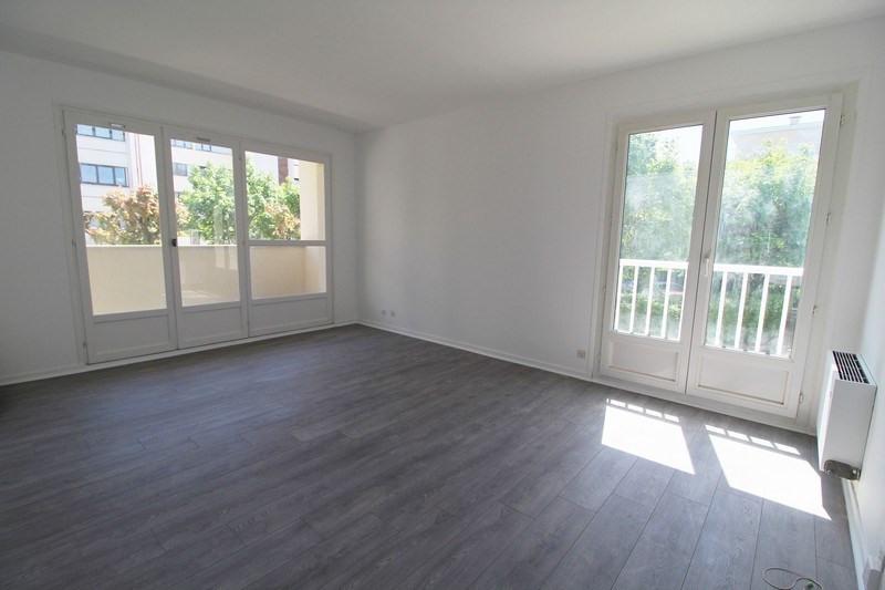 Sale apartment Elancourt 150000€ - Picture 1