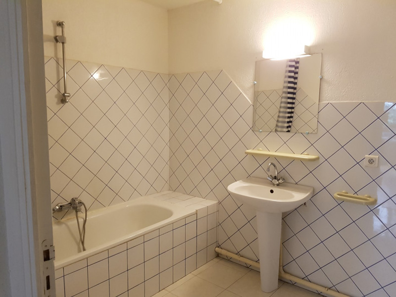 Location appartement Aix-en-provence 855€ CC - Photo 4