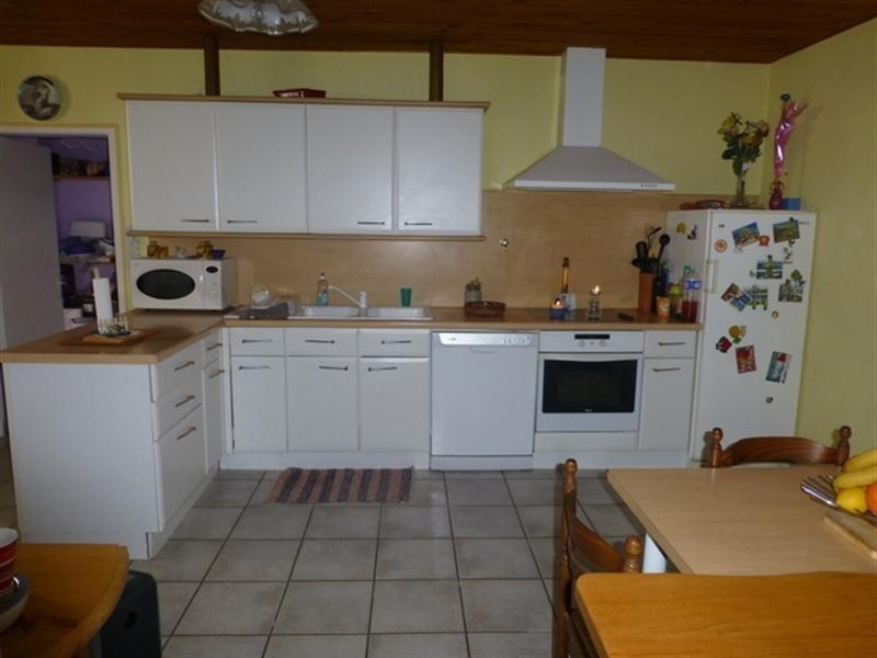 Sale house / villa Saint-jean-d'angély 139000€ - Picture 2