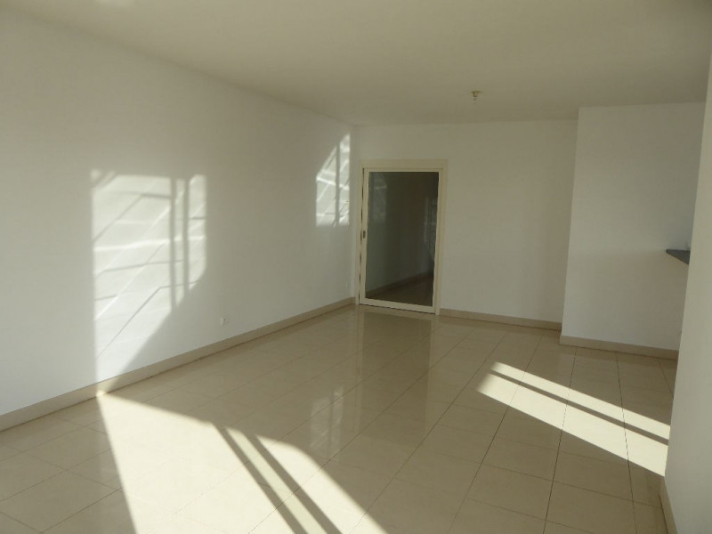 Sale apartment La rochelle 440 496€ - Picture 3