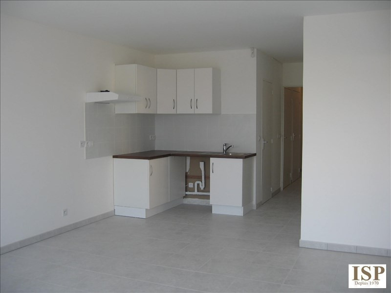 Rental apartment Les milles 900€ CC - Picture 3