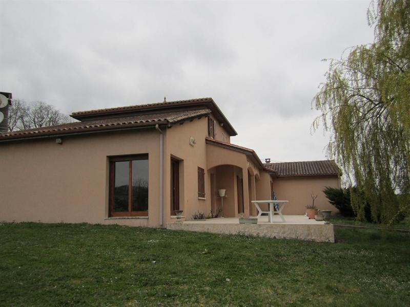 Sale house / villa Barbezieux st hilaire 262000€ - Picture 2