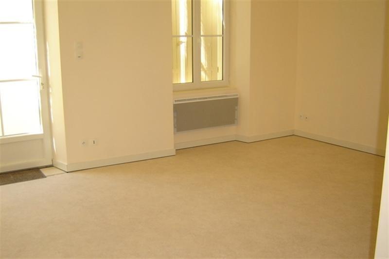Rental apartment Saint-jean-d'angély 450€ CC - Picture 2