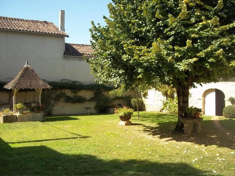 Sale house / villa Cherves-richemont 297000€ - Picture 2