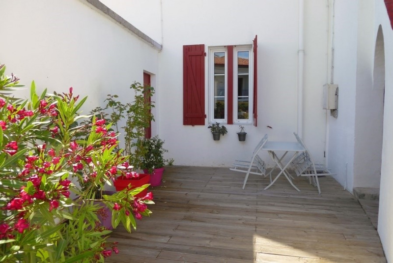 Sale apartment Saint-jean-de-luz 375 000€ - Picture 2