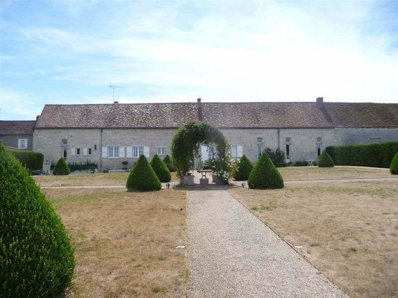Sale house / villa Chateau landon 650000€ - Picture 1