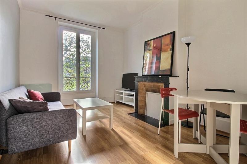 Rental apartment Issy les moulineaux 1050€ CC - Picture 1