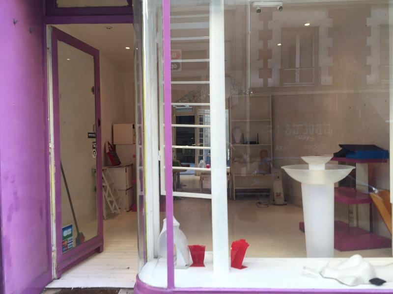 Location boutique Paris 18ème 1050€ +CH - Photo 1