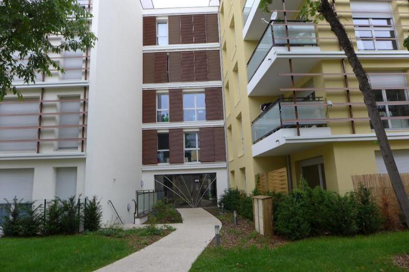Rental apartment Lyon 8ème 854€ CC - Picture 1
