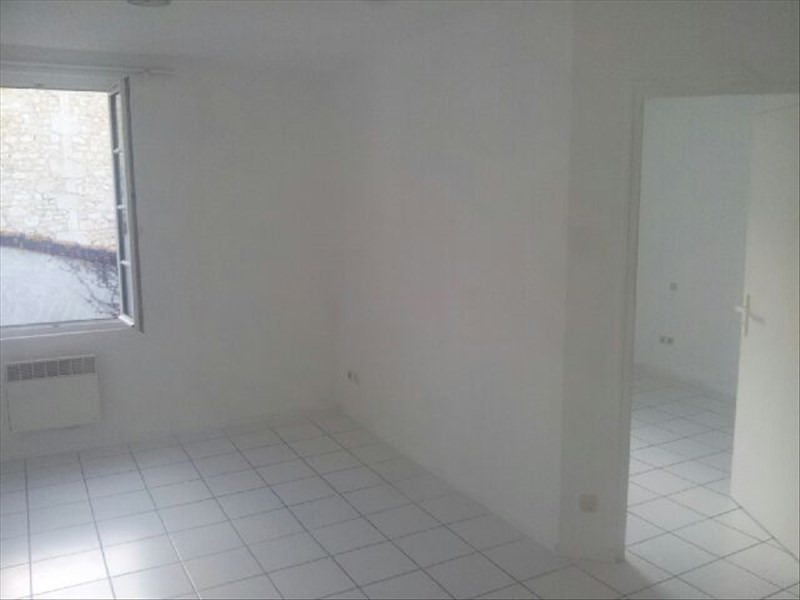 Location appartement Angouleme 310€ CC - Photo 2