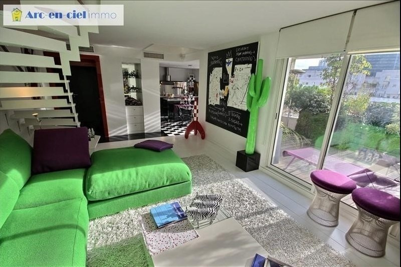 Deluxe sale apartment Courbevoie 897 000€ - Picture 1