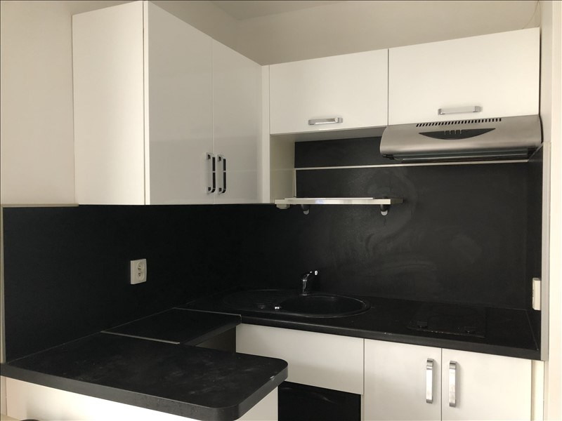 Rental apartment Courbevoie 990€ CC - Picture 3
