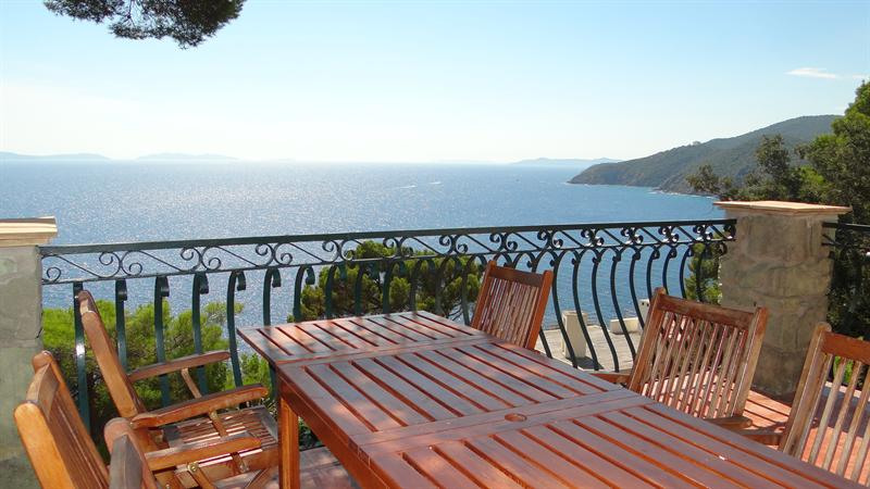 Vacation rental house / villa Cavalaire sur mer 1 500€ - Picture 6