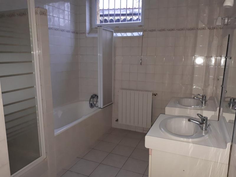 Location maison / villa Castres-gironde 720€ CC - Photo 10