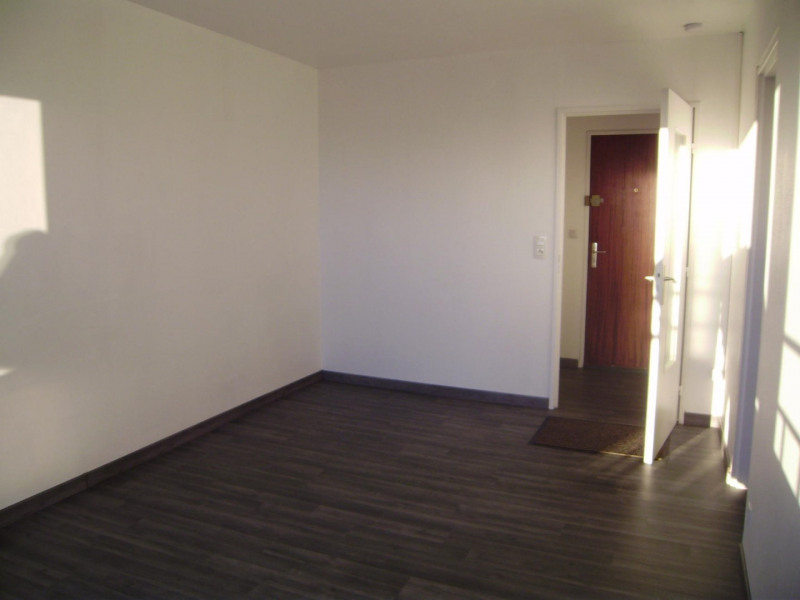 Rental apartment Saint-memmie 420€ CC - Picture 3