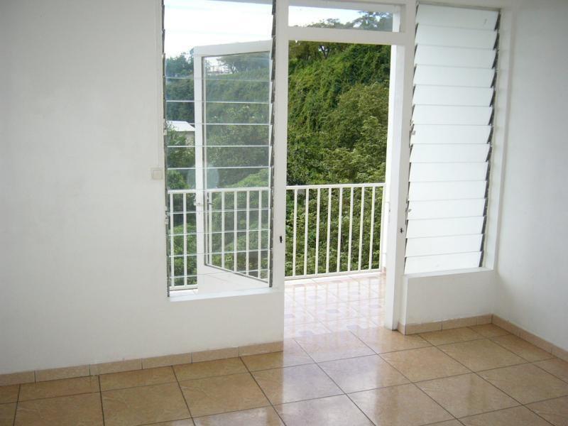 Sale apartment St denis 83000€ - Picture 3