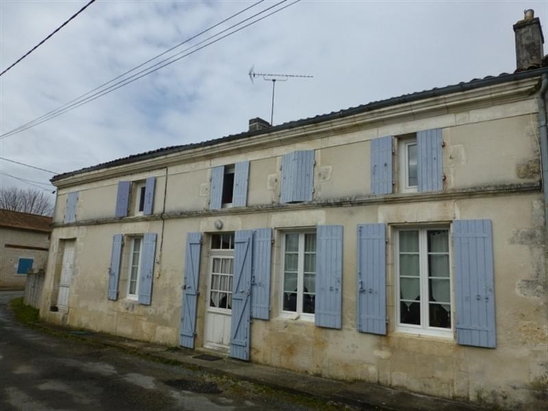 Sale house / villa St jean d angely 141 112€ - Picture 1