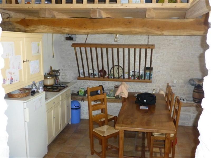Sale house / villa Saint-jean-d'angély 96800€ - Picture 2
