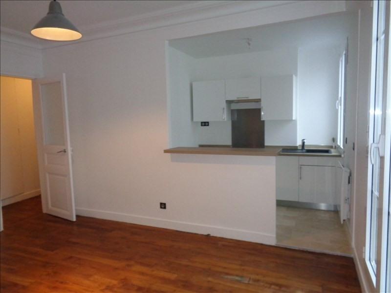 Rental apartment Courbevoie 1093€ CC - Picture 2