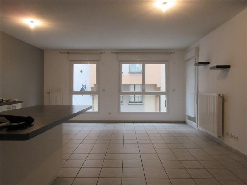 Rental apartment Voiron 750€ CC - Picture 1