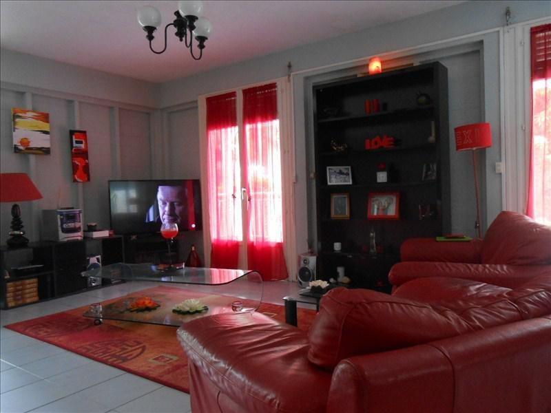 Sale house / villa St claude 270000€ - Picture 2