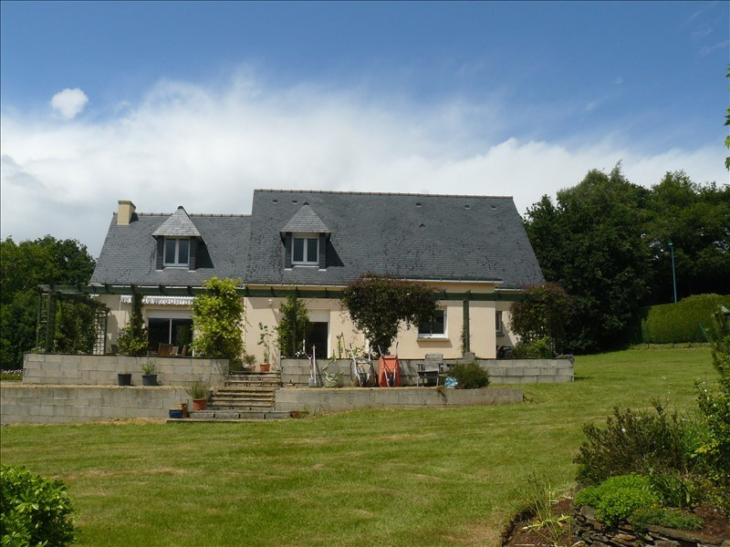 Sale house / villa Josselin 252 250€ - Picture 1