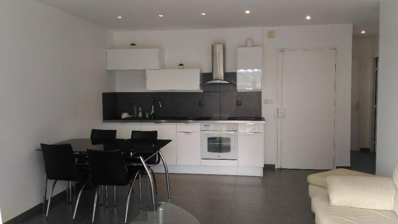Location appartement Saint laurent du var 690€ CC - Photo 2