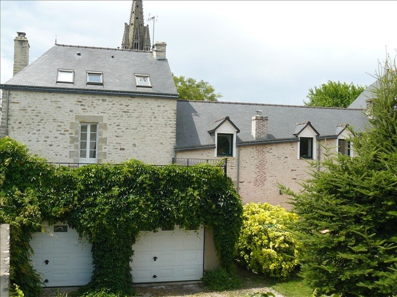 Sale house / villa Josselin 397 000€ - Picture 1