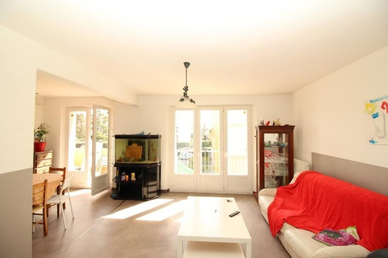 Rental apartment Salon de provence 700€ CC - Picture 1