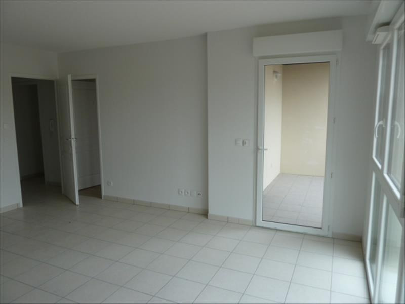 Rental apartment Floirac 555€ CC - Picture 2