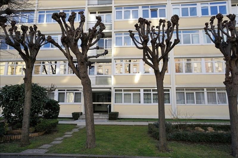 Sale apartment Courbevoie 395000€ - Picture 1