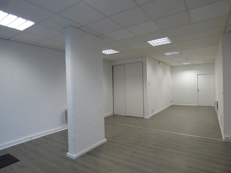 Location local commercial Chambery 840€ CC - Photo 2