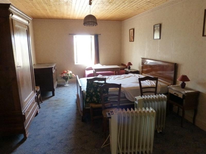 Sale house / villa Saint-jean-d'angély 53750€ - Picture 5