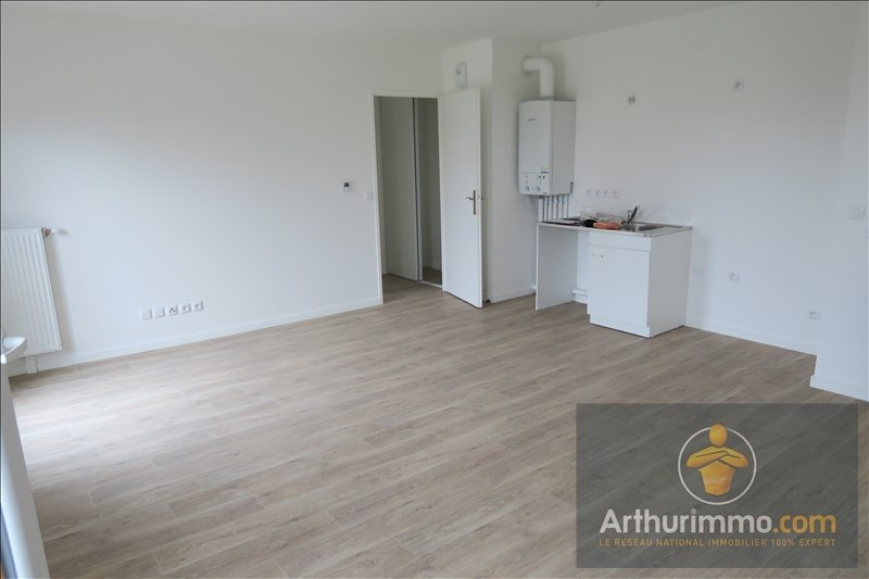 Rental apartment Vert st denis 693€ CC - Picture 3