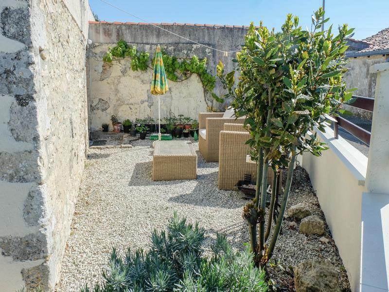 Sale house / villa Saint-jean-d'angély 82500€ - Picture 6