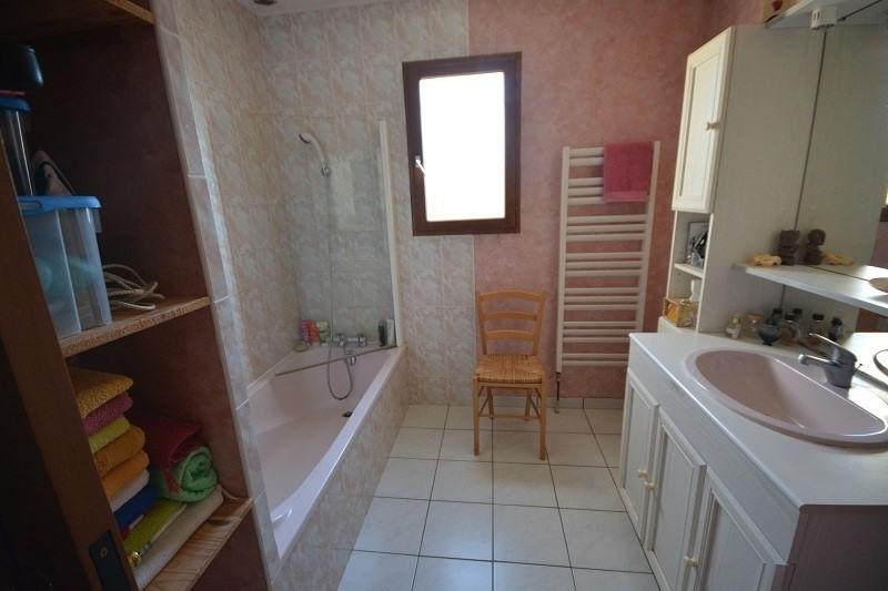 Sale house / villa L'isle d'abeau 279000€ - Picture 6