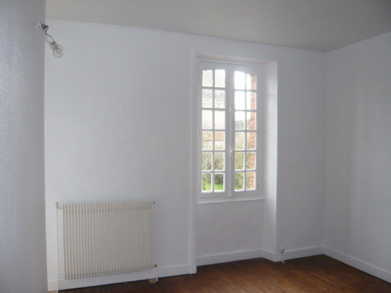 Location appartement Laval 322€ CC - Photo 2