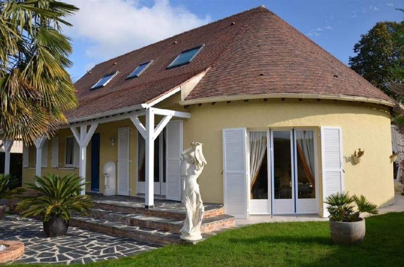 Sale house / villa Sivry courtry 530000€ - Picture 1
