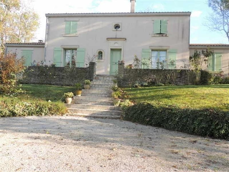 Sale house / villa St jean d angely 339600€ - Picture 1