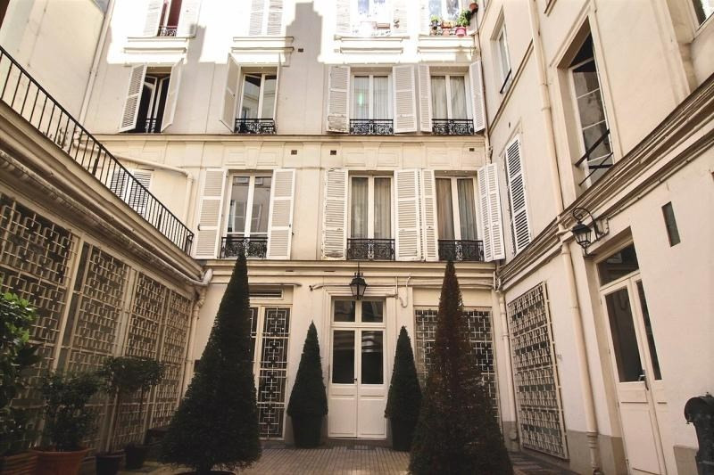 Rental office Paris 11ème 8333€ HT/HC - Picture 1