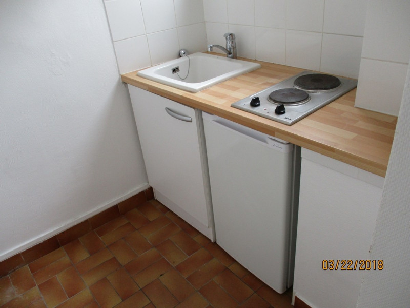 Rental apartment Courbevoie 750€ CC - Picture 5