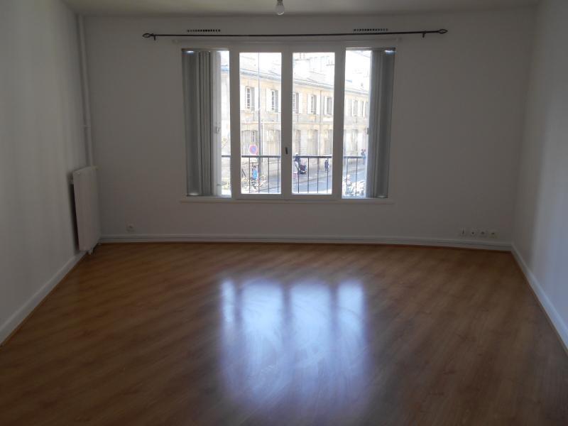 Location appartement Paris 18ème 1050€ CC - Photo 2