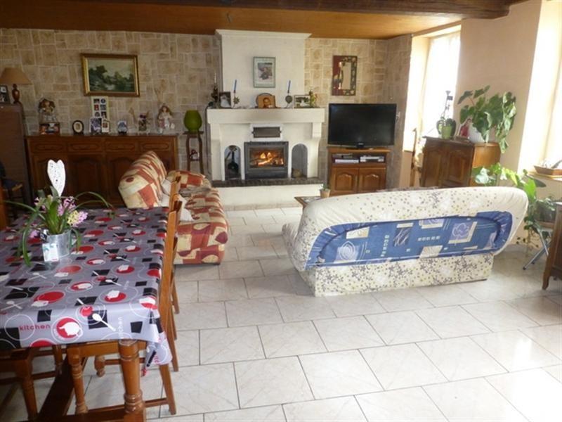 Sale house / villa Saint-jean-d'angély 139000€ - Picture 3