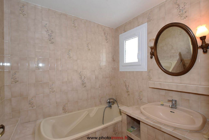 Sale house / villa Le crest 249100€ - Picture 8