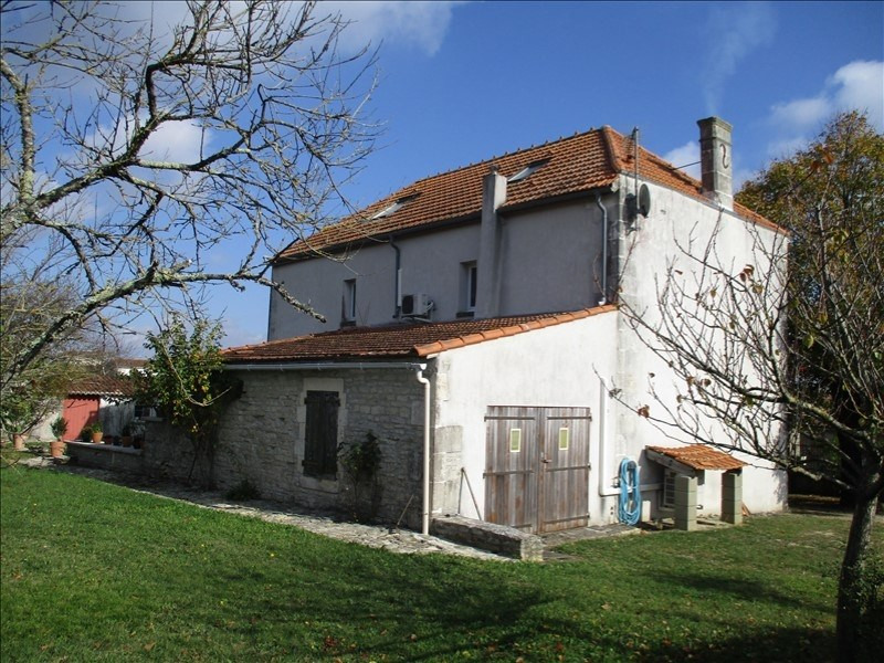 Rental house / villa St jean d angely 690€ CC - Picture 2