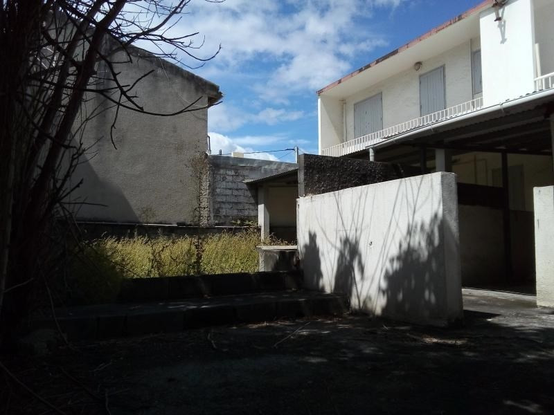 Location local commercial St pierre 1 300€ HT/HC - Photo 1